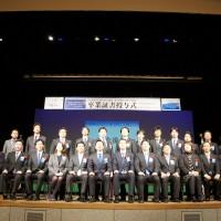 卒業生の集合写真
